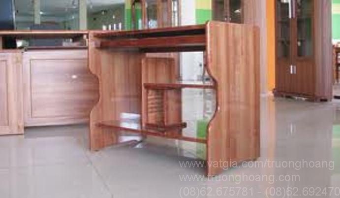 Bàn vi tính khung sắt mặt gỗ